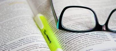 Leesbril en boek