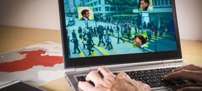 laptop scherm met straat afbeelding