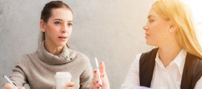 2 vrouwen in gesprek