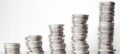 euro munten in stapels